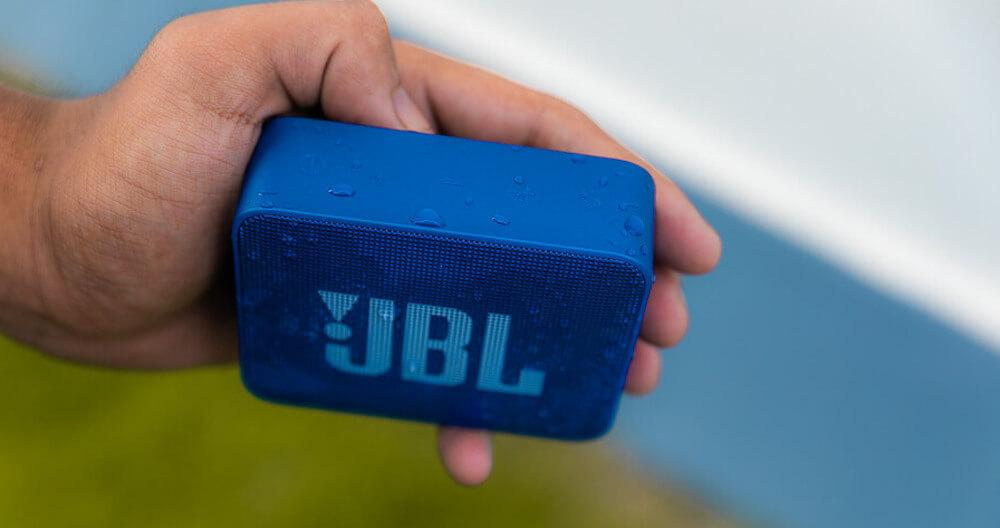 JBL Go 2 in der Hand